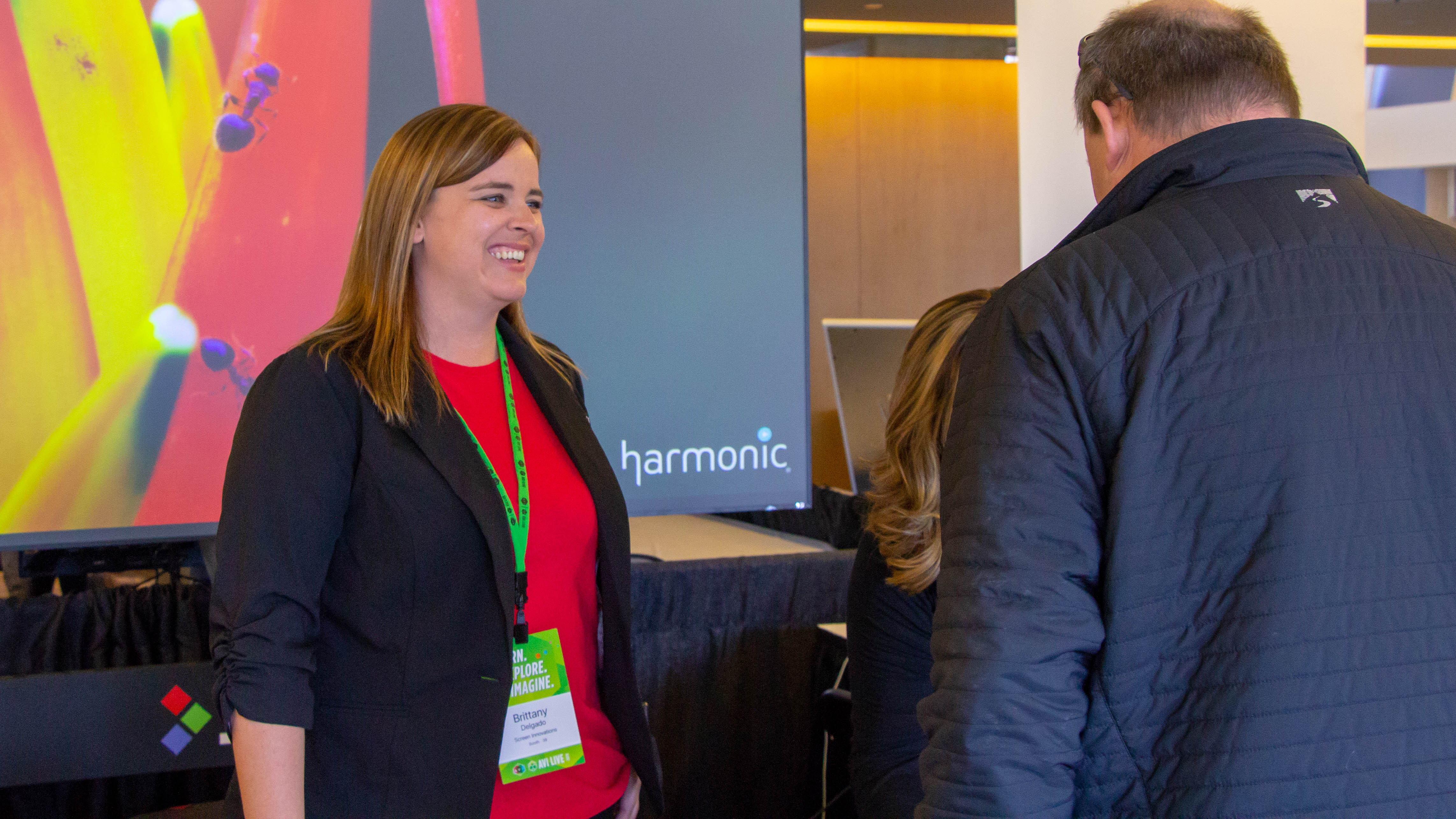 Brittany Delgado, with Screen Innovations, talks with an attendee at AVI LIVE in Minneapolis. | AVI Systems