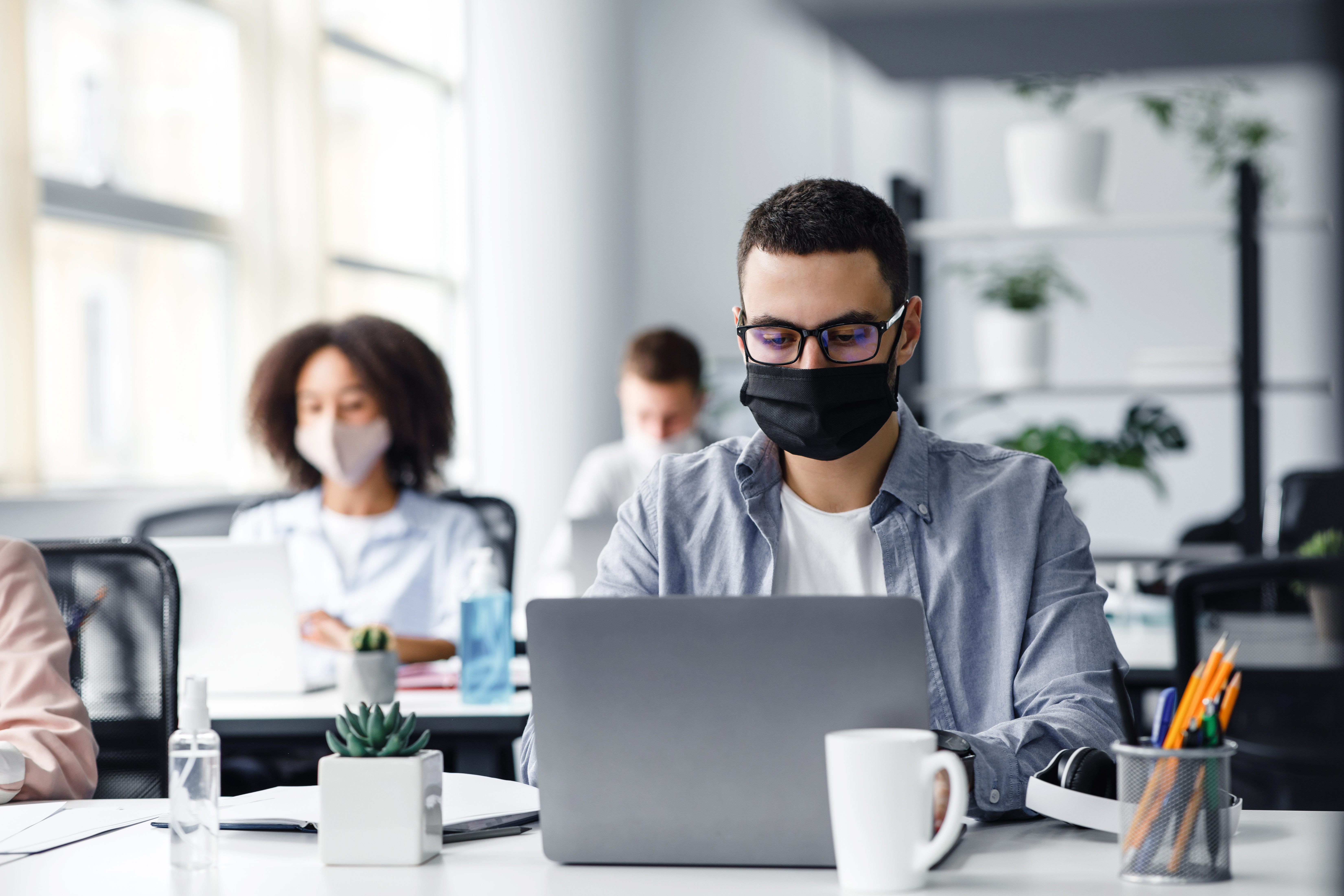 office-center-workers-are-protected-from-virus-out-VXP26C9